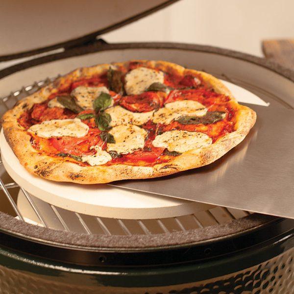 pizza-on-metal-peel